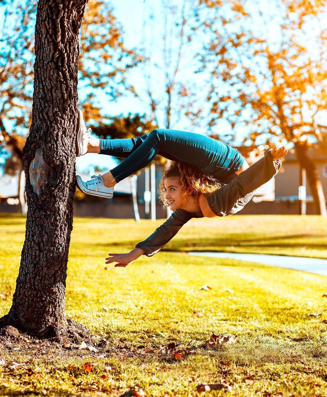 479 5k Likes 10 6k Comments Sofie Dossi Sofiedossi On Instagram Which Way Is Up Dance Photography Poses Gymnastics Poses Flexibility Dance