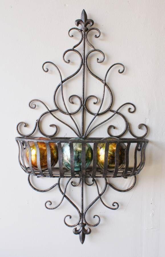 Tuscan Wrought Iron Scrolling Fleur-De-Lis Wall Planter muy burno pero el canasto mas alto