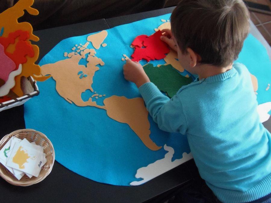 Best 25 world map puzzle ideas on pinterest boys airplane nuestro mapamundi de fieltro sin coser our felt world map no sciox Image collections