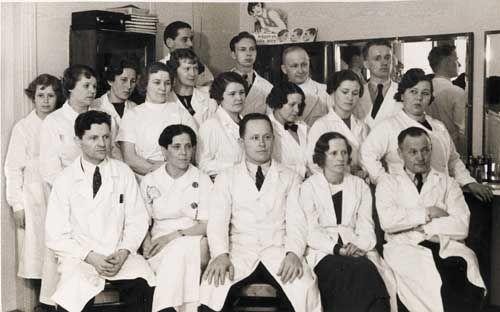 Pohjois-Savo 19.4.1936 Käherryskurssit pidettiin Varkaudessa pääsiäispyhien aikana 1936. Kuvassa osanottajat.
