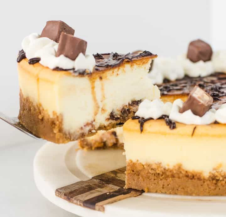 White Chocolate Snickers Cheesecake #snickerscheesecake