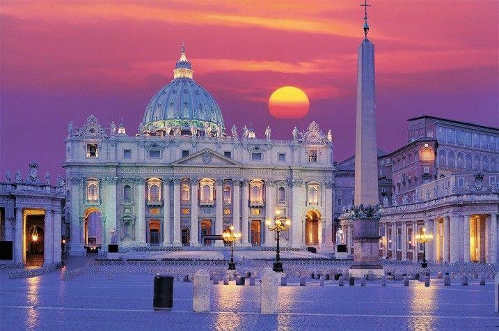 Lună sângerie peste Vatican cu Biserica Sf. Petru
