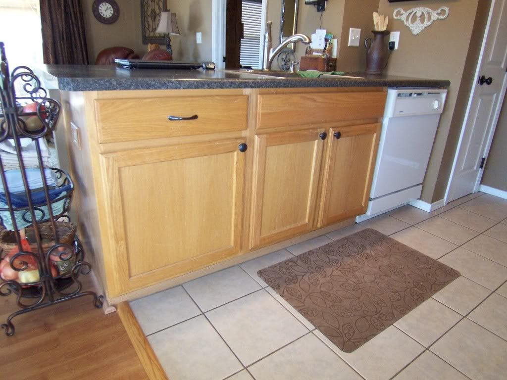 Yes You Can Paint Your Oak Kitchen Cabinets Oak Kitchen Cabinets Oak Kitchen Kitchen Cabinets