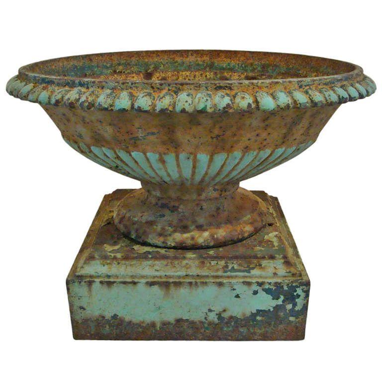 19th Century Cast Iron Urn 1stdibs Com Most Beautiful Gardens Large Garden Pots Garden Urns