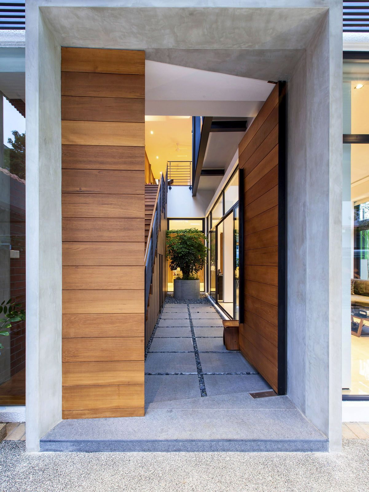 A Semi Detached House In Singapore Connects To Its Environment