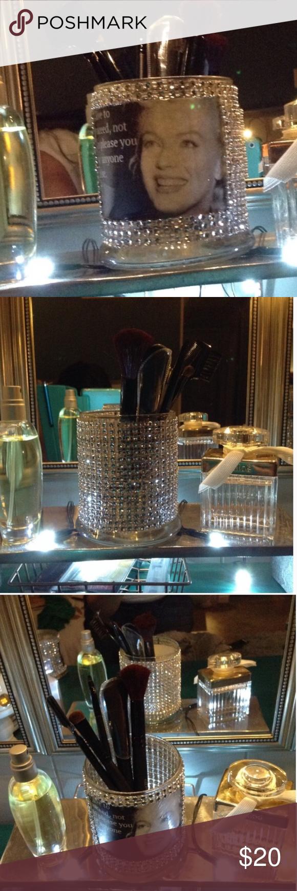 Marilyn Monroe Glam Brush Holder Organize your makeup