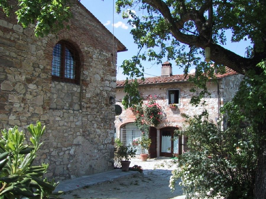 Visit the page of the agriturismo Old Barn in the Tuscan countryside. Located in  in Rignano sull'Arno - Rosano (Florence), offers  in Bedroom - Rignano sull'Arno - Rosano.