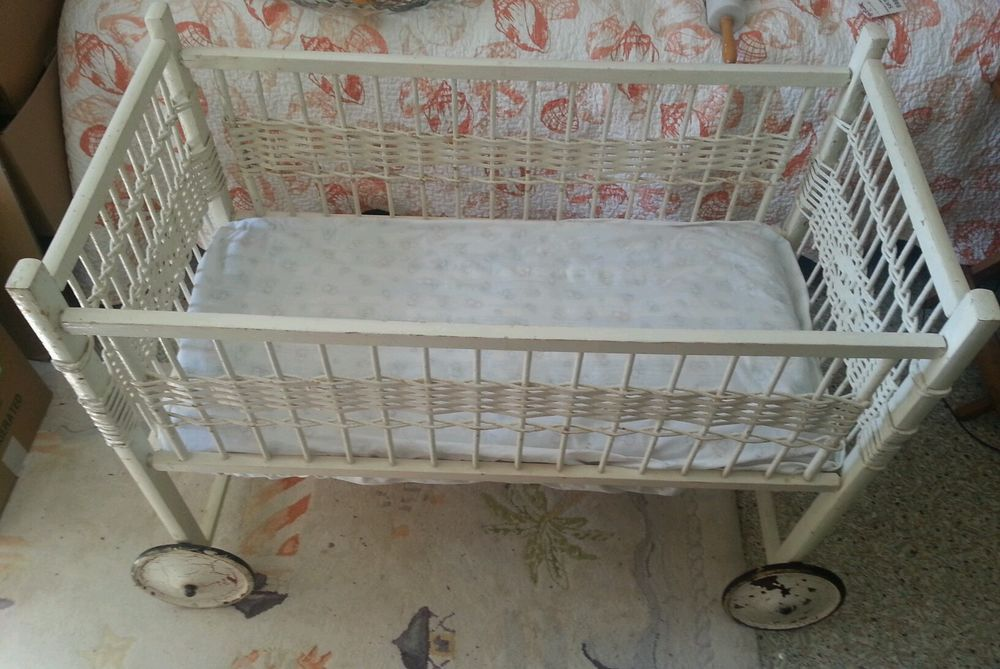 Antique White Wicker Baby Bassinet Crib On Wheels With Matress