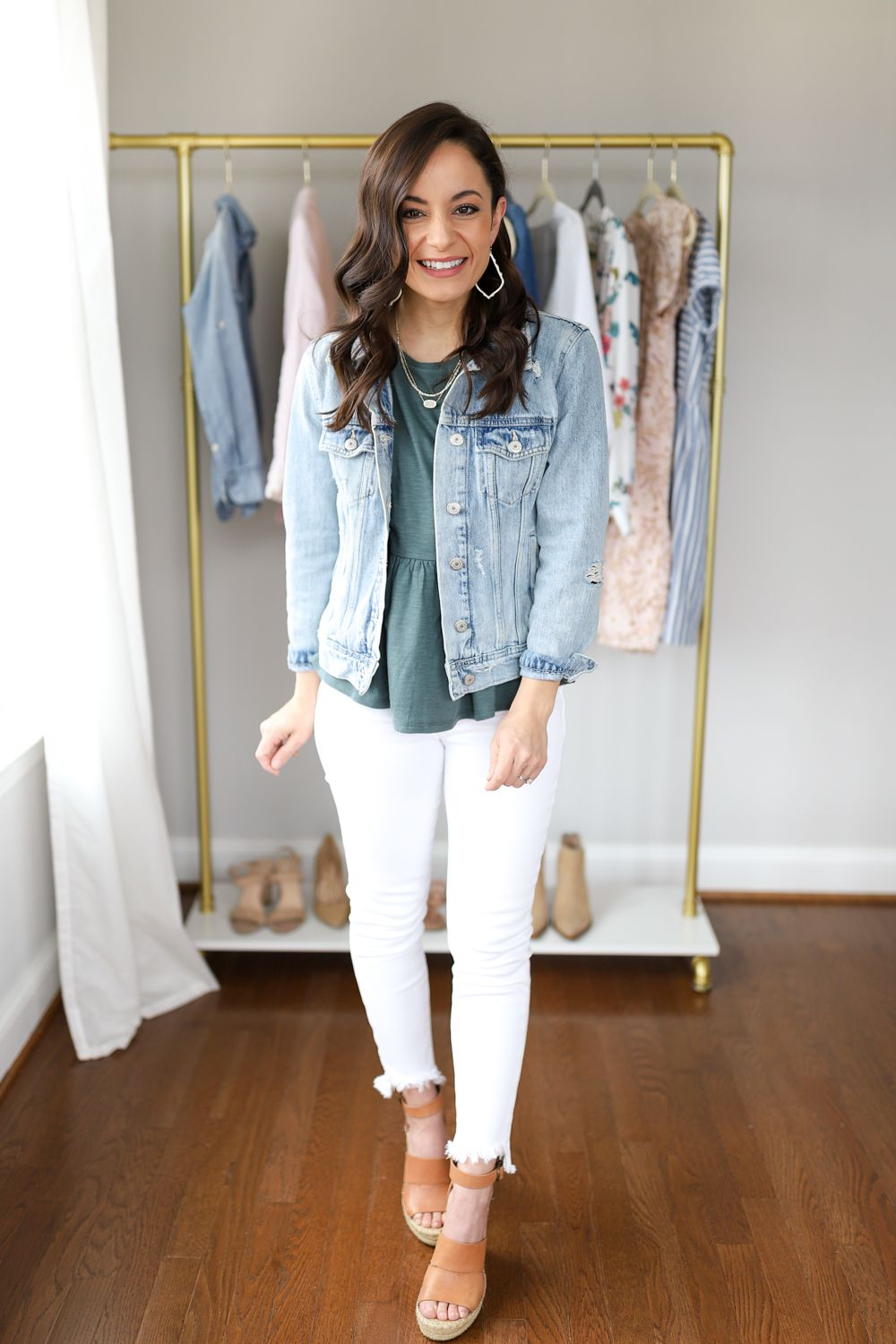 6 Ways to Wear White Jeans | Pumps & Push Ups