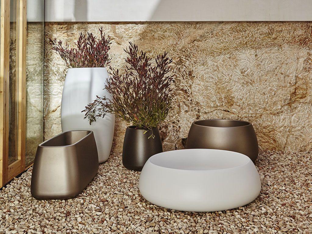 GANDIABLASCO presenta la colección de maceteros Sahara para muebles de exterior y de diseño. Hecha un vistazo a todos nuestros tipos de macetero Sahara.