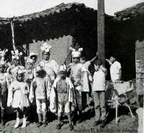 Década De Los Años 50 Grupo De Historiantes De Santo Domingo De Guzmán En La Cofradía Del Santo Patrón Concert