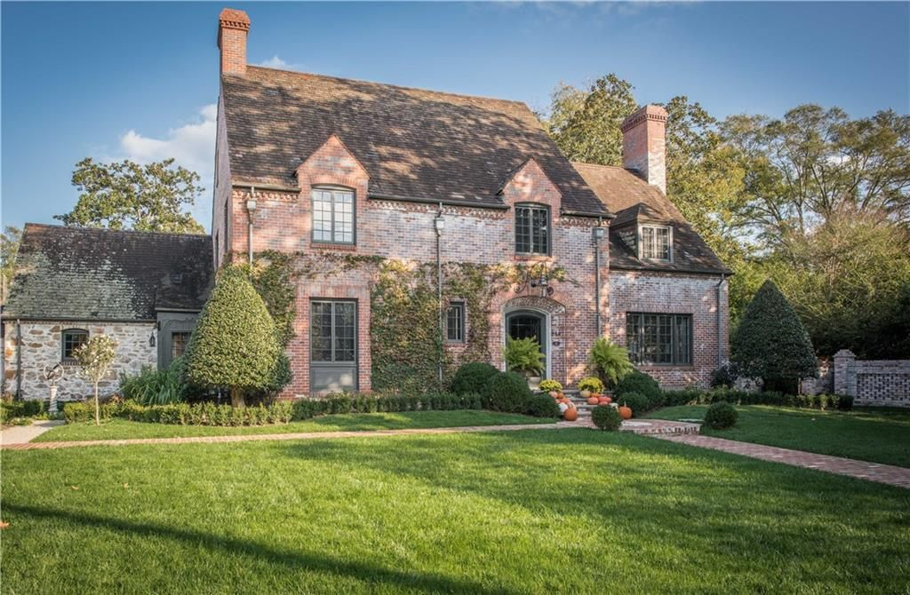 Beautiful Historic Homes And House Inspiration This Brick And Stone House Boasts Plenty Of Curb Appeal Double Masonry Historic Homes Old Houses Stone House