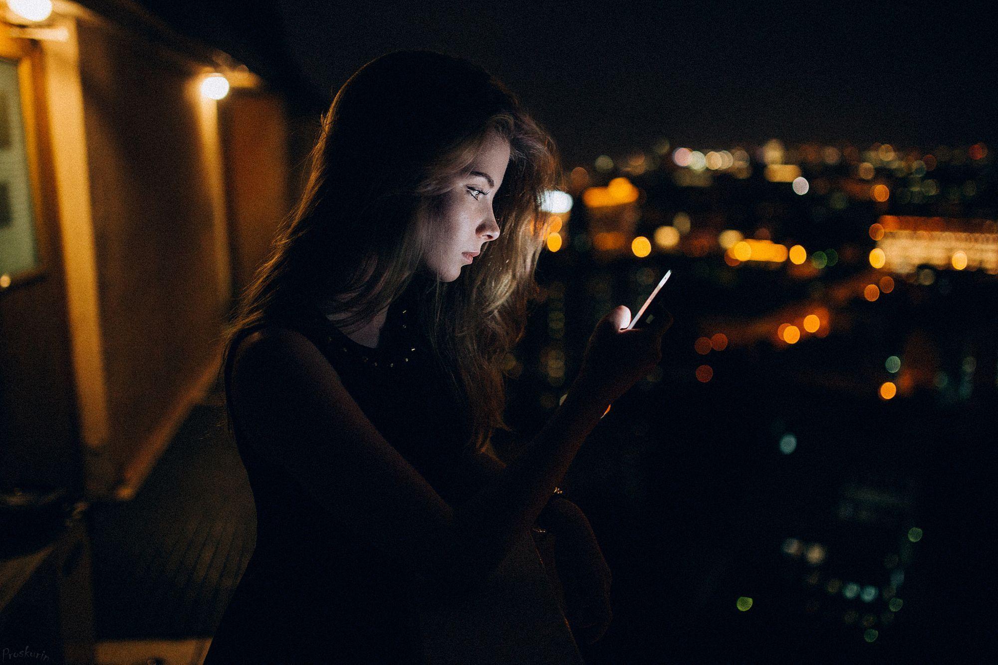 Картинка ночью с телефоном