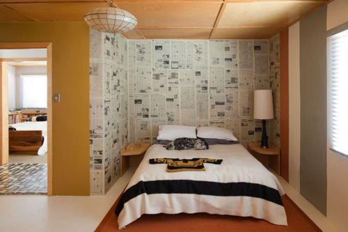 Newspaper wallpaper. Don't say you can't afford to decorate … there are ideas everywhere!    (via thebrickhouse)