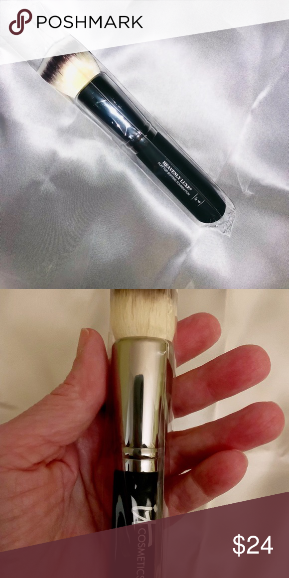 It Heavenly Luxe™ Buffing Foundation Brush 6 Boutique