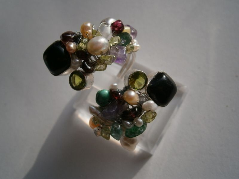 Spiralring Onyx Peridot Perlen im Edelstein Mix von kunstpause auf DaWanda.com