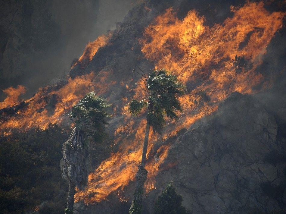 California Wildfire Threatens Upscale Malibu City Outside Los California Wildfires Malibu City Wild Fire