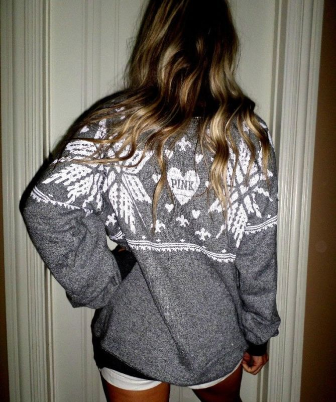 Pink by Victoria's Secret gray pullover snowflake loose sweatshirt ...
