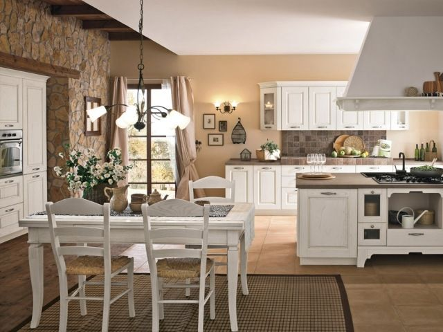 Küche Vintage Look vintagelook für küche luftige gardinen grobes mauerwerk weiße stühle
