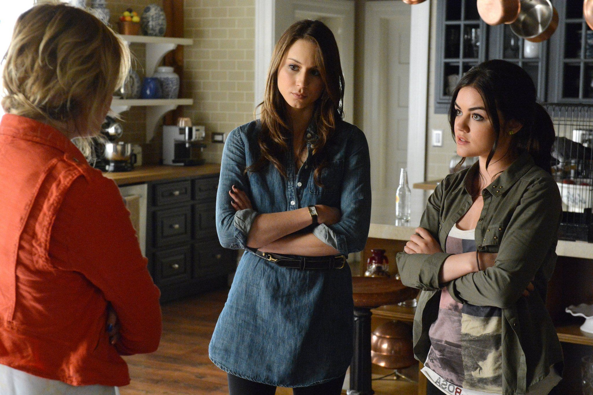 """Pretty Little Liars """"Turn of the Shoe"""" S4EP2"""