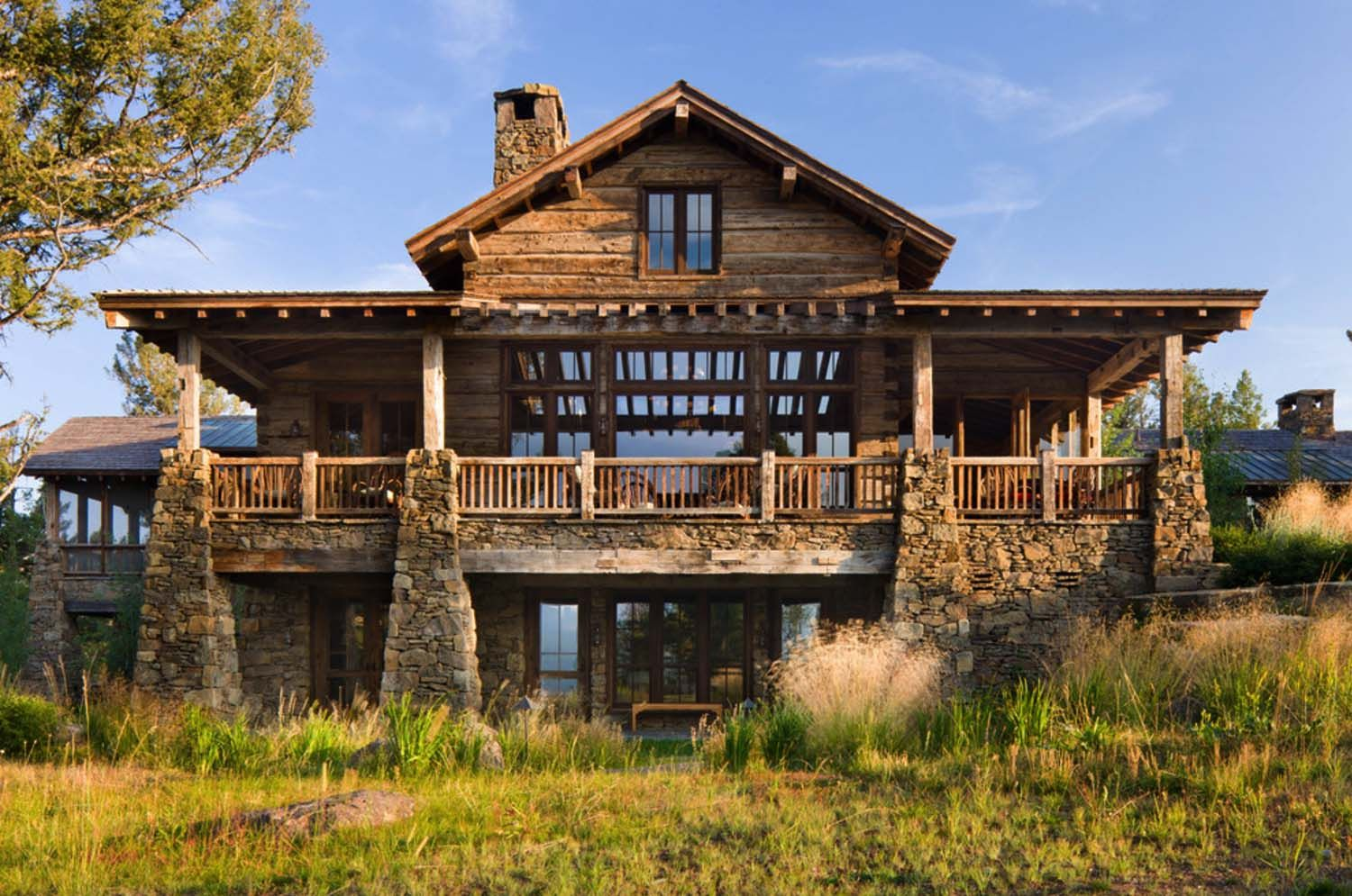 Rustic Mountain Home Showcases Inspiring Views Of Big Sky Country Rustic Home Design Rustic House Lodge