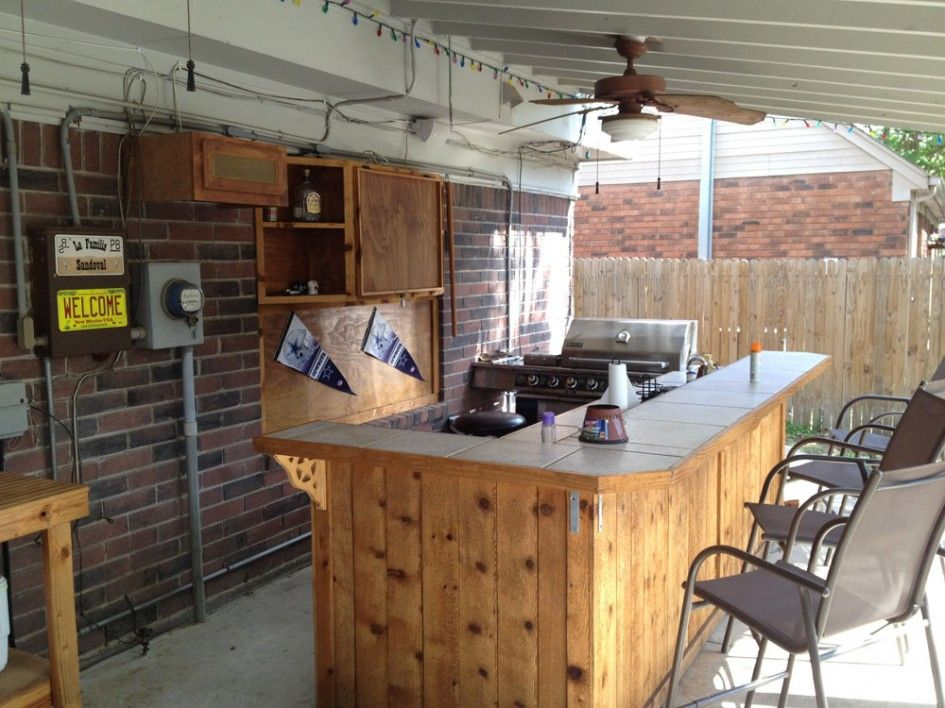 Incredible outdoor bar and kitchens with wall mounted wood for Diy outdoor bar top