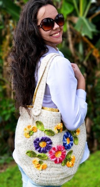 Croche da Moda : Receita Bolsa.  ☀CQ #crochet #bags #totes http://www.pinterest.com/CoronaQueen/crochet-bags-totes-purses-cases-etc-corona/