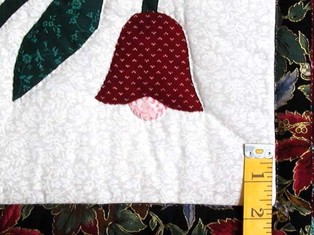 Burgundy And Green Eight Point Tulip Wreath Quilt Hannah S Quilts Quilts Log Cabin Quilt Pattern Quilt Patterns