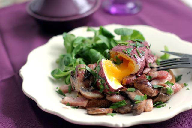 Oeufs en meurette - red wine poached eggs