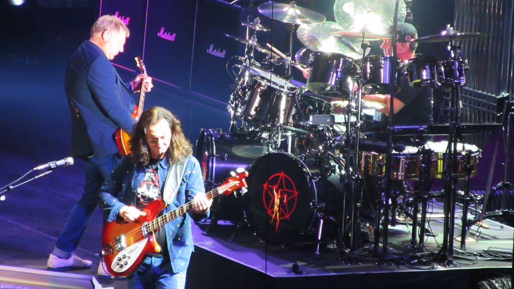 A few hours ago at Madison Square Garden NYC: RUSH (290615)