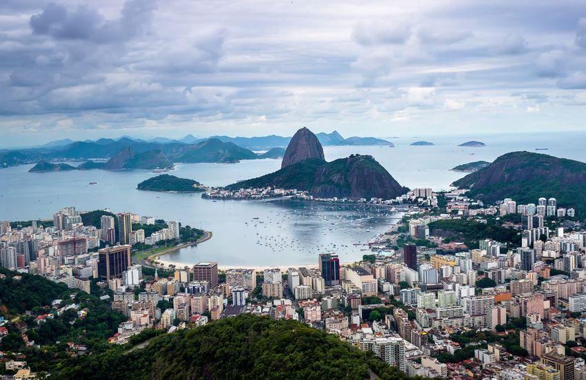 http://it.sscroll.com/rio-de-janeiro-video-10k-timelapse/ Se volete vedere Rio De Janeiro da una prospettiva unica allora non perdetevi questo fantastico lavoro di Joe Capra, un Timelapse memorabile!