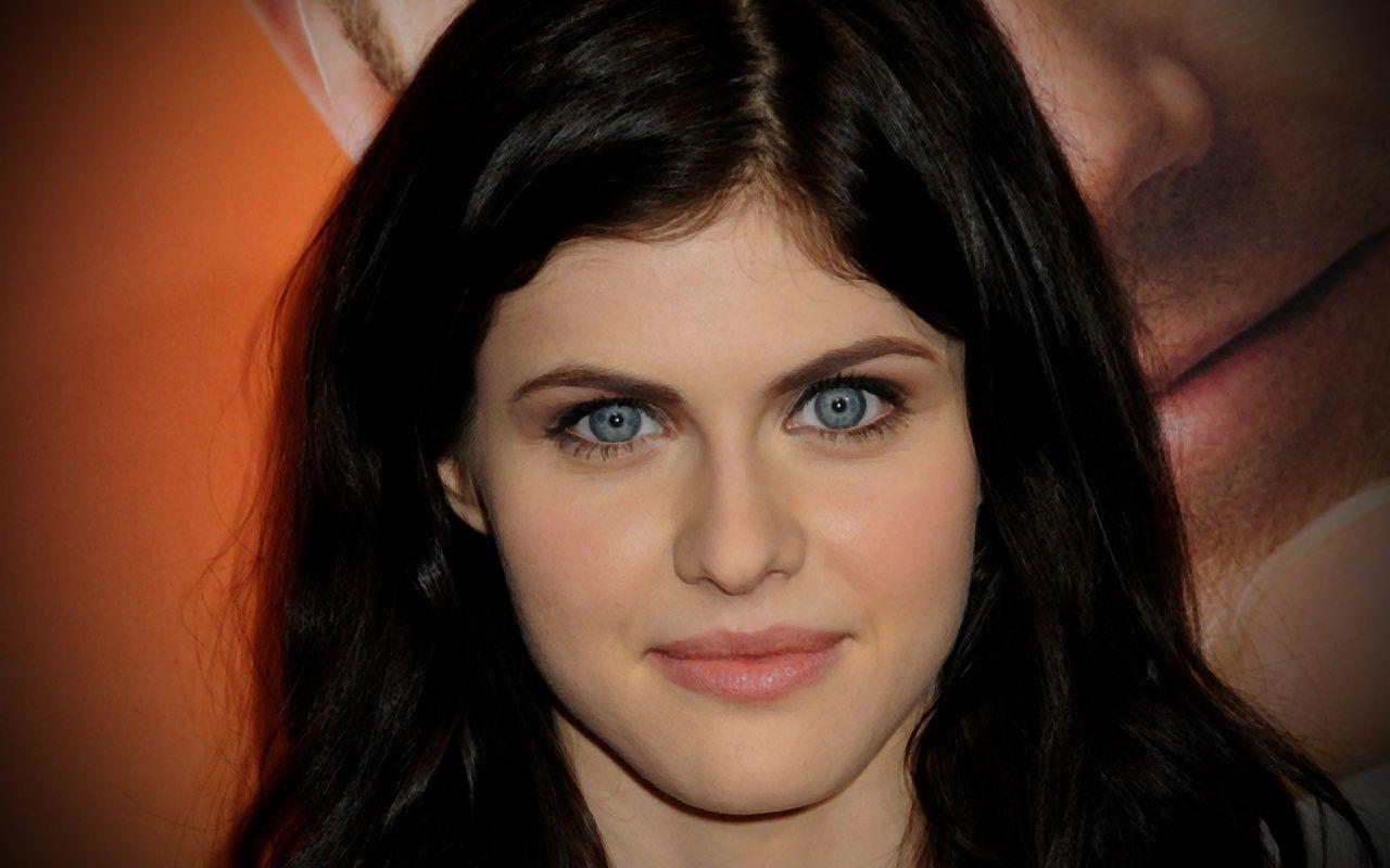 Just Needs Green Eyes And Bangs Keep The Black Hair She Could Play Sawyer Princeton Alexandra Daddario Actress Christina D Addario
