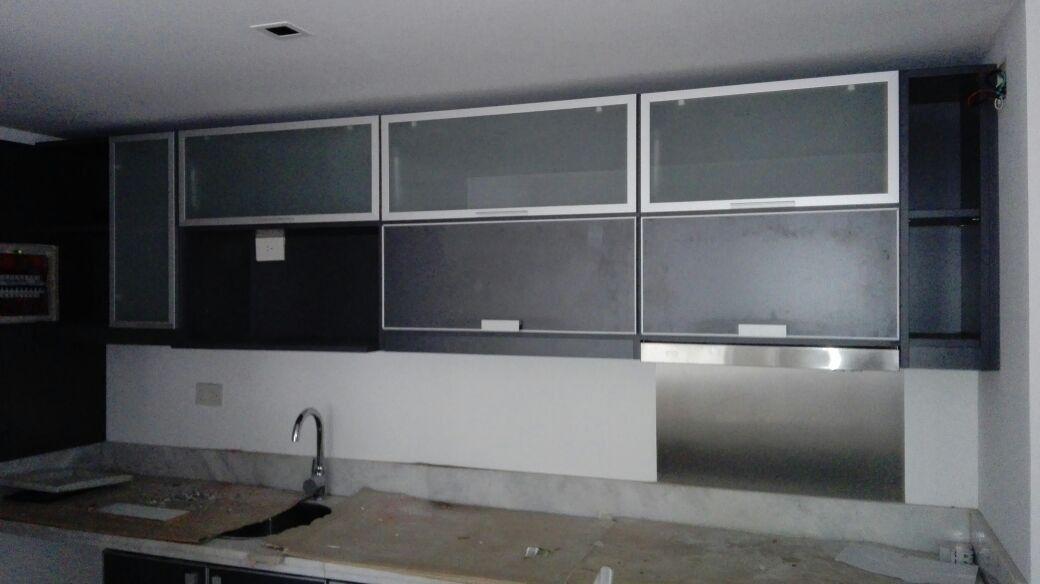 Alacenas a medida con puerta de vidrio y aluminio 6 - Puerta de aluminio y vidrio ...
