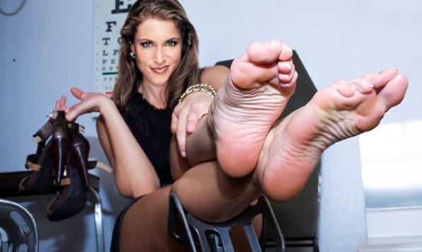 Stephanie Mcmahon Birthday Feet Pieds