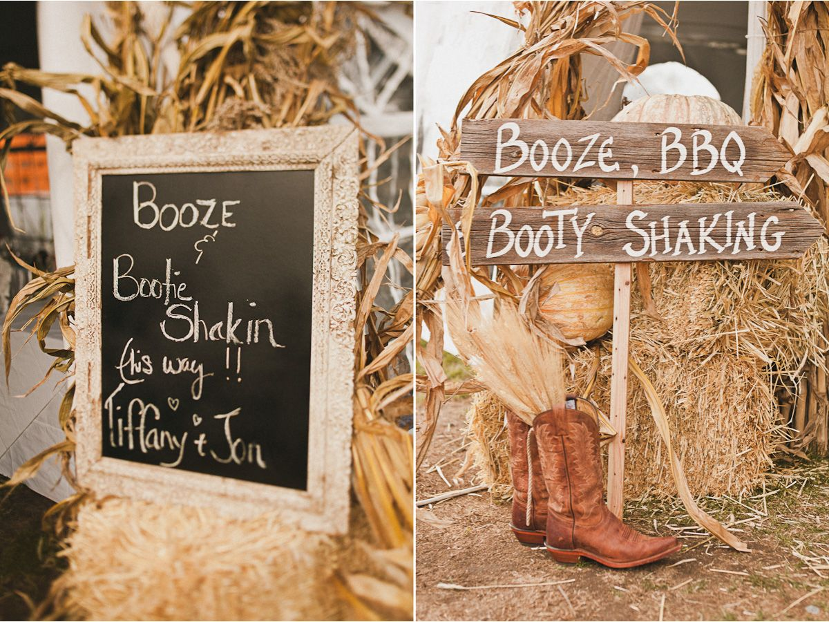 Haystacks pumpkins wood signs and cowboy boots at for Decoration 40 ans homme