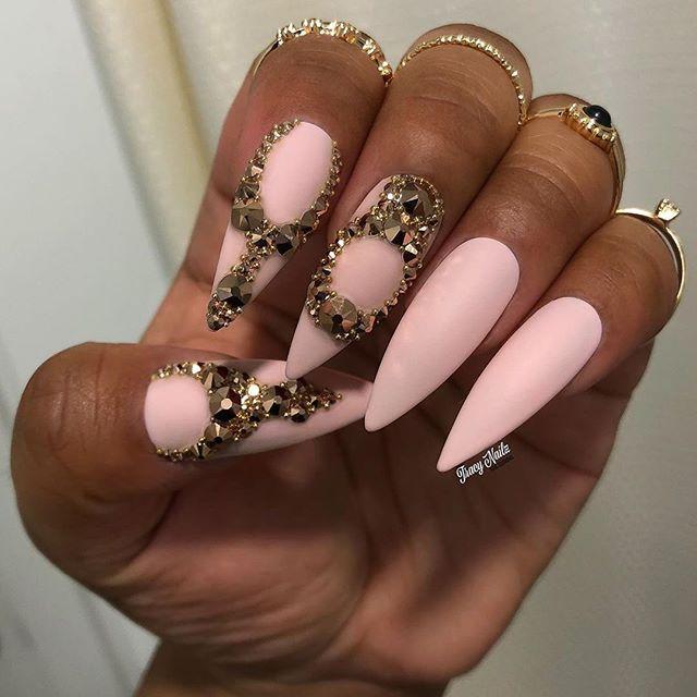 queen nails stinsen