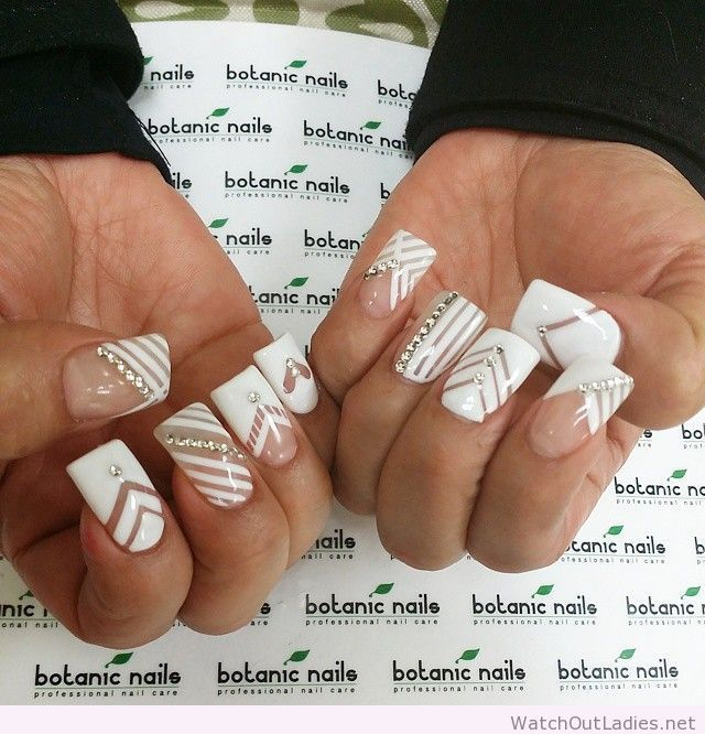 Botanic Nails White Design Lines Diamonds