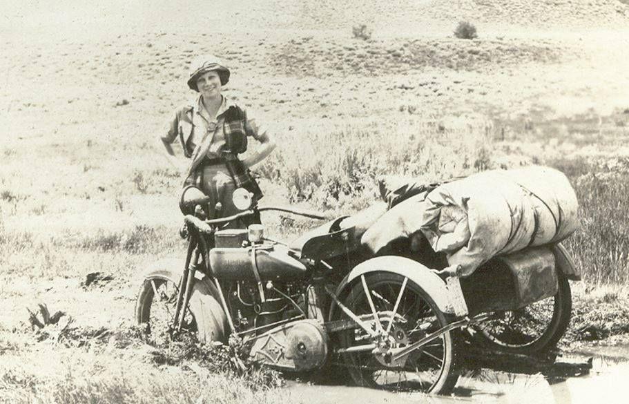 Woah... roadtrip in the Nevada desert 1922!