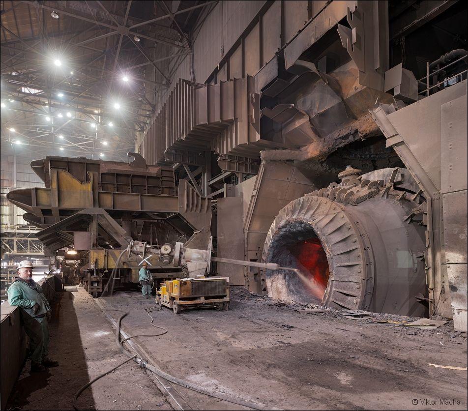 ArcelorMittal Burns Harbor, cleaning the converter   Viktor