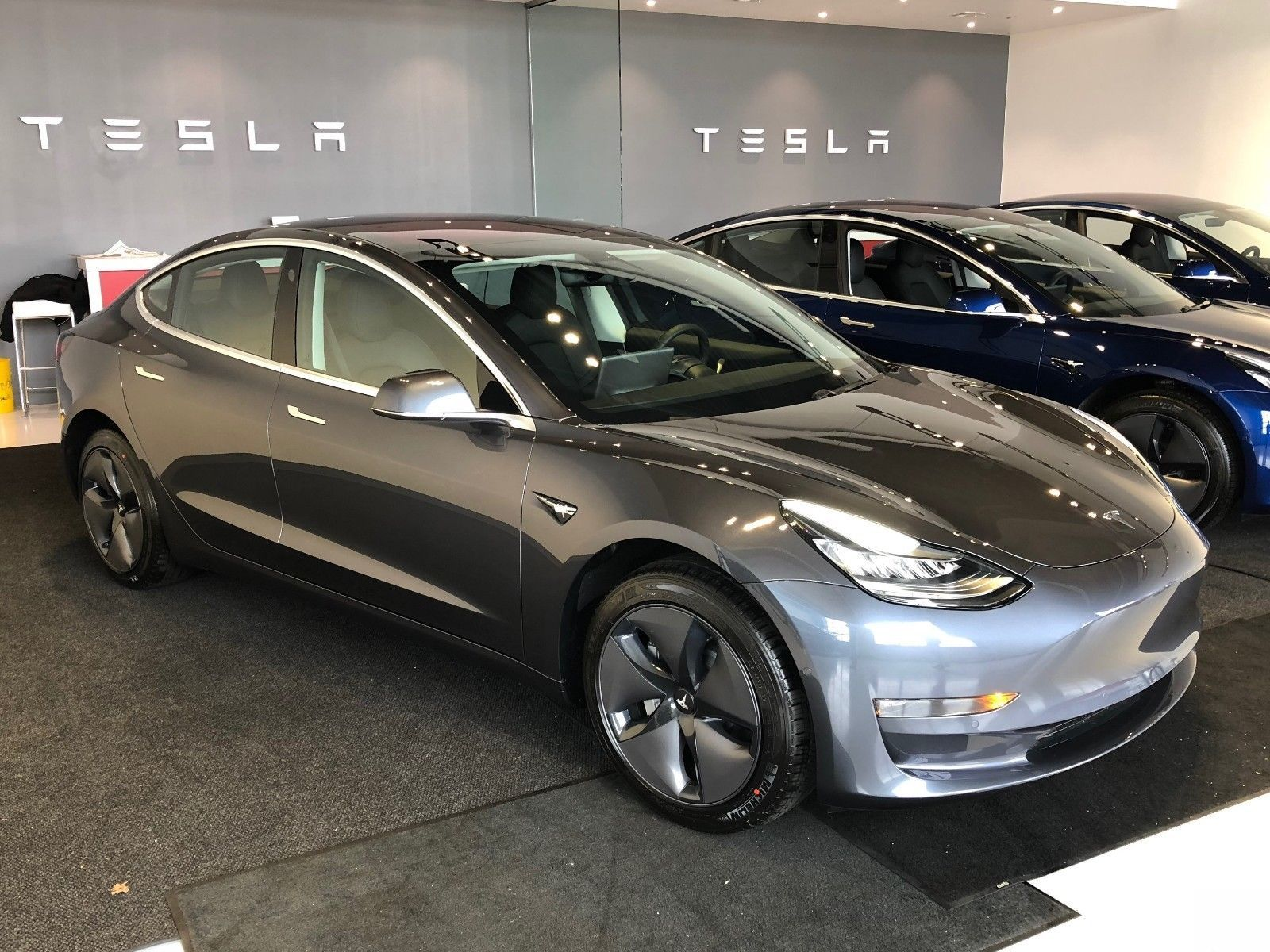 2018 Tesla Model 3 Premium Long Range Midnight Silver Metallic