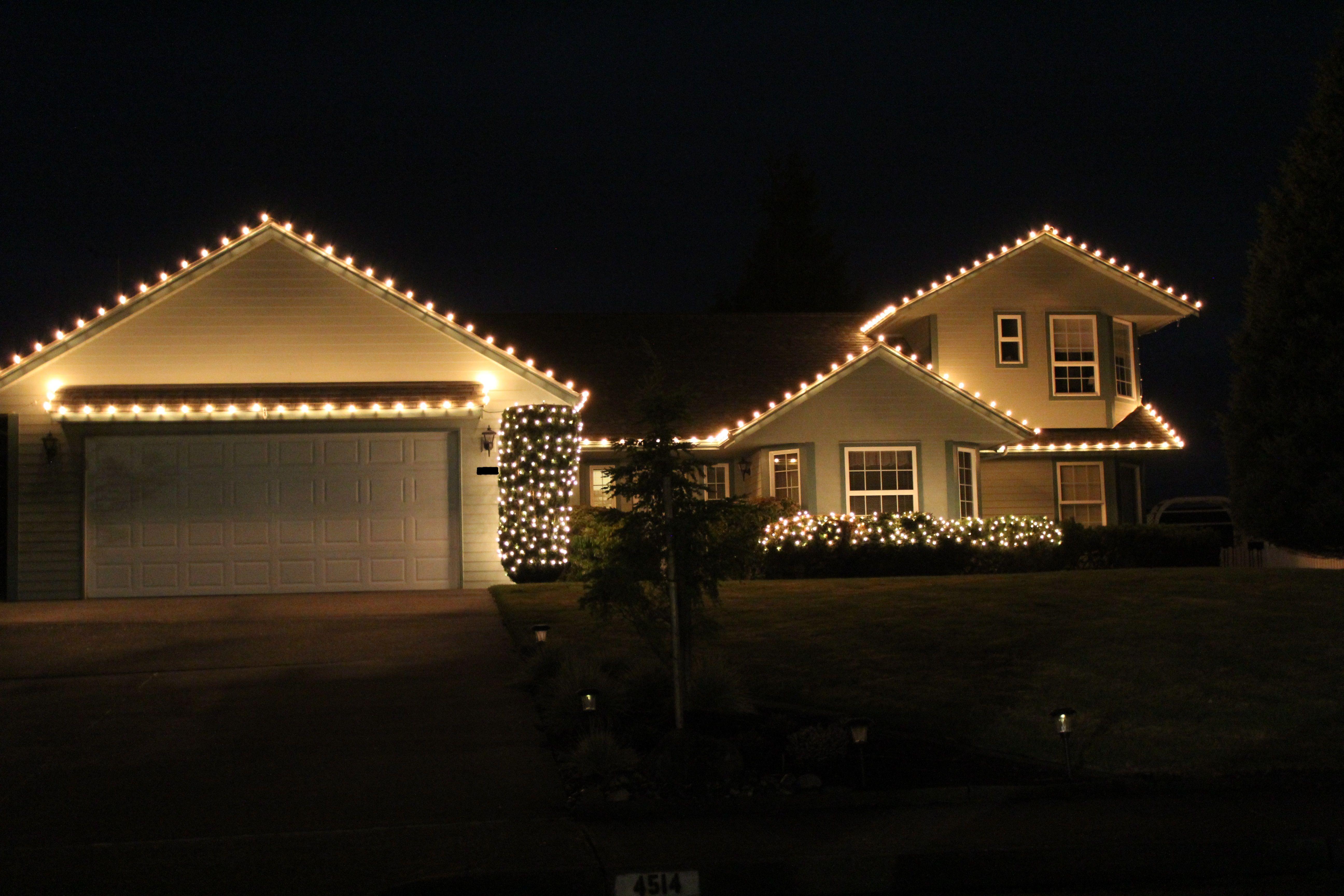 Beautiful Roofline Lighting Exterior Christmas Lights Outdoor Christmas Lights Decorating With Christmas Lights