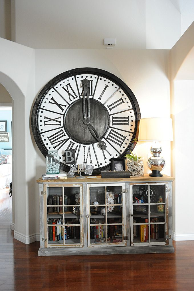 Industrial chic! LOVE the over sized clock. Very anthroplogie!