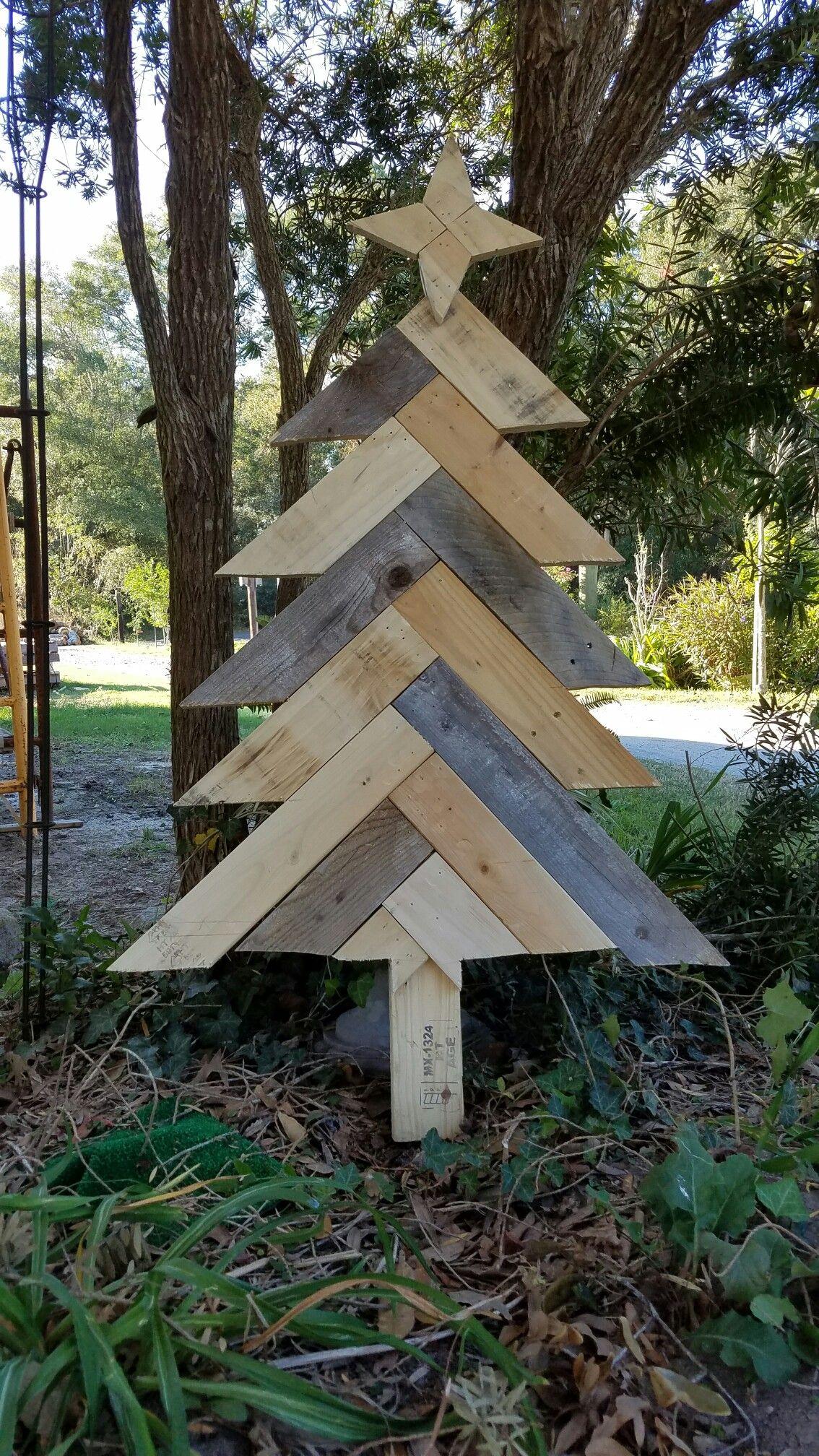 Pallet wood Christmas tree and Stars