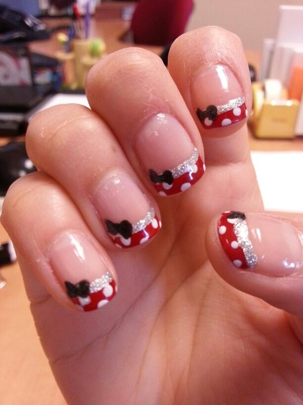 Glamy Minnie - Minnie Mouse nails French manicure | Beauté ...