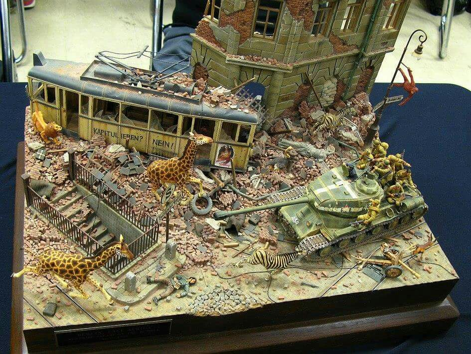 Breakout at berlin zoo model kit diorama pinterest for Scale model ideas