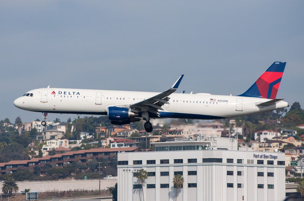 Delta Airlines A321211 arriving at SAN from ATL on