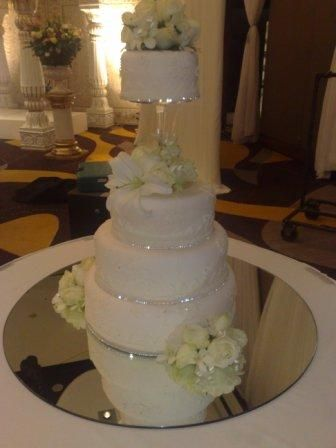 bling bling wedding cake??? : wedding Rhinestone | Bling ...