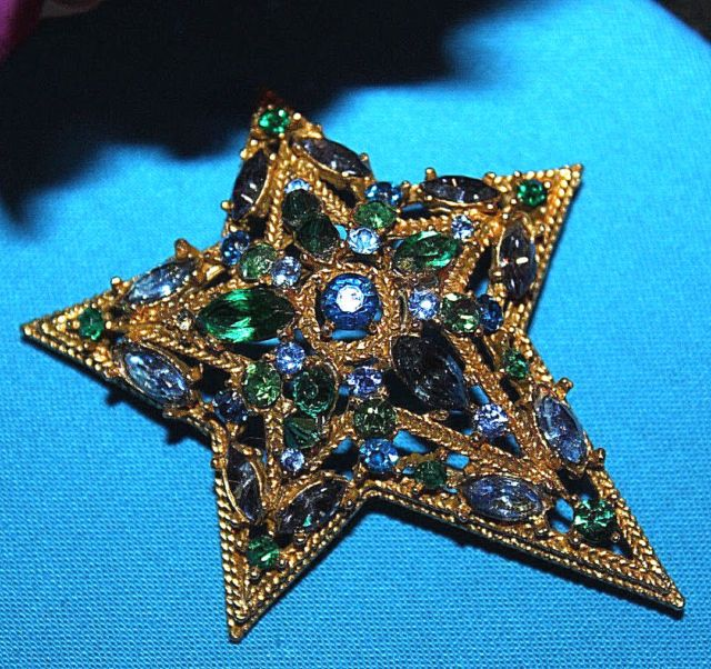 Stunning Signed Capri Large Star Shaped Pin With Jaw