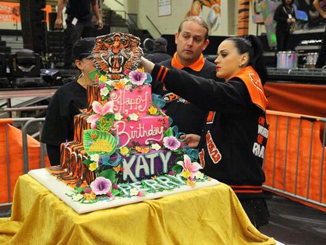 Excellent Katy Perry Birthday Cake Inside Katy Perrys Gma Concert At Personalised Birthday Cards Veneteletsinfo