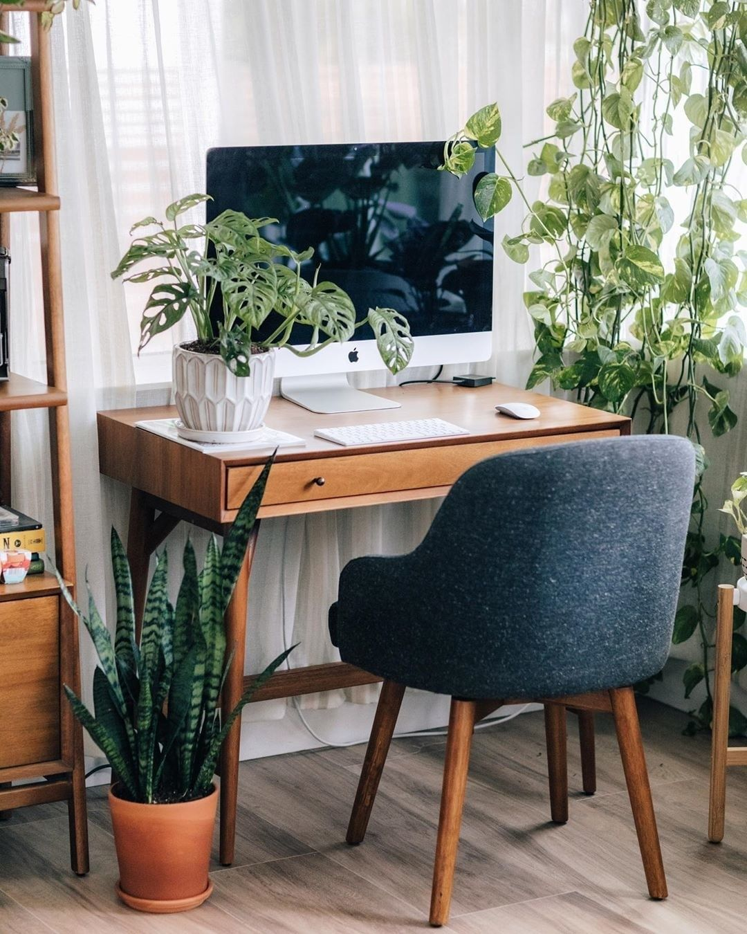 Boost Your Productivity By Adding Plants In Your Office Desk It S Good To Look At In Cas Mid Century Mini Desk Desks For Small Spaces Mid Century Modern Desk